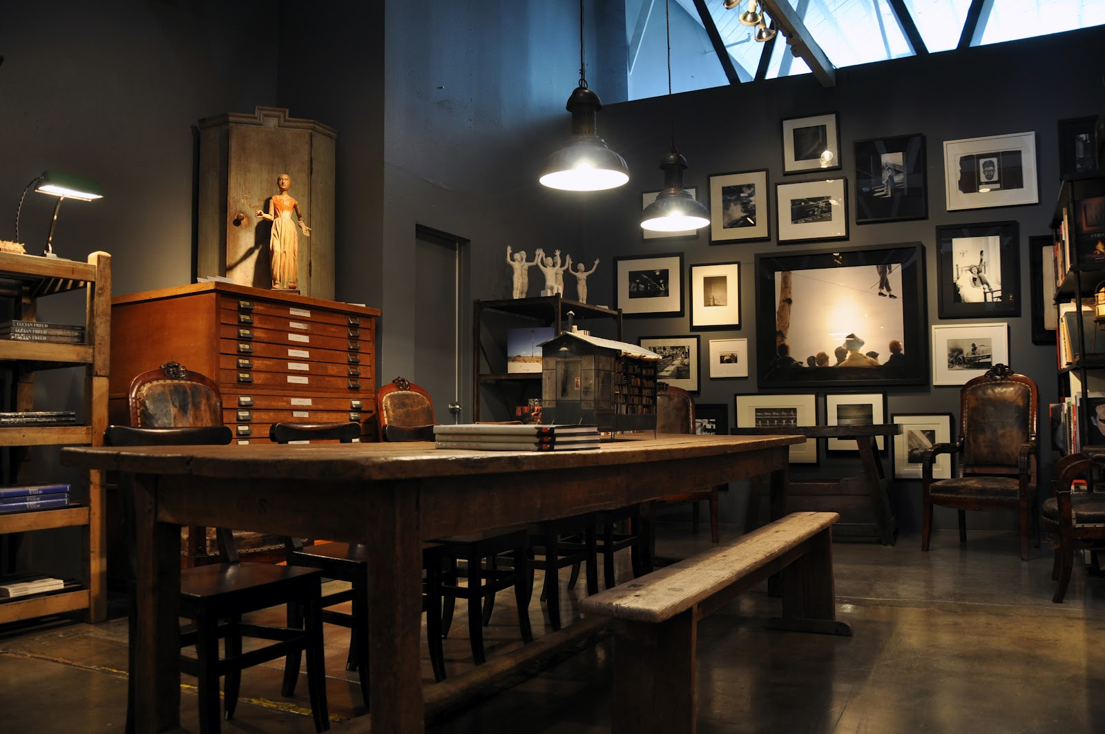 Eclectic-Dining-Room-with-Industrial-Iron-Pendant-Lightings-over-Table