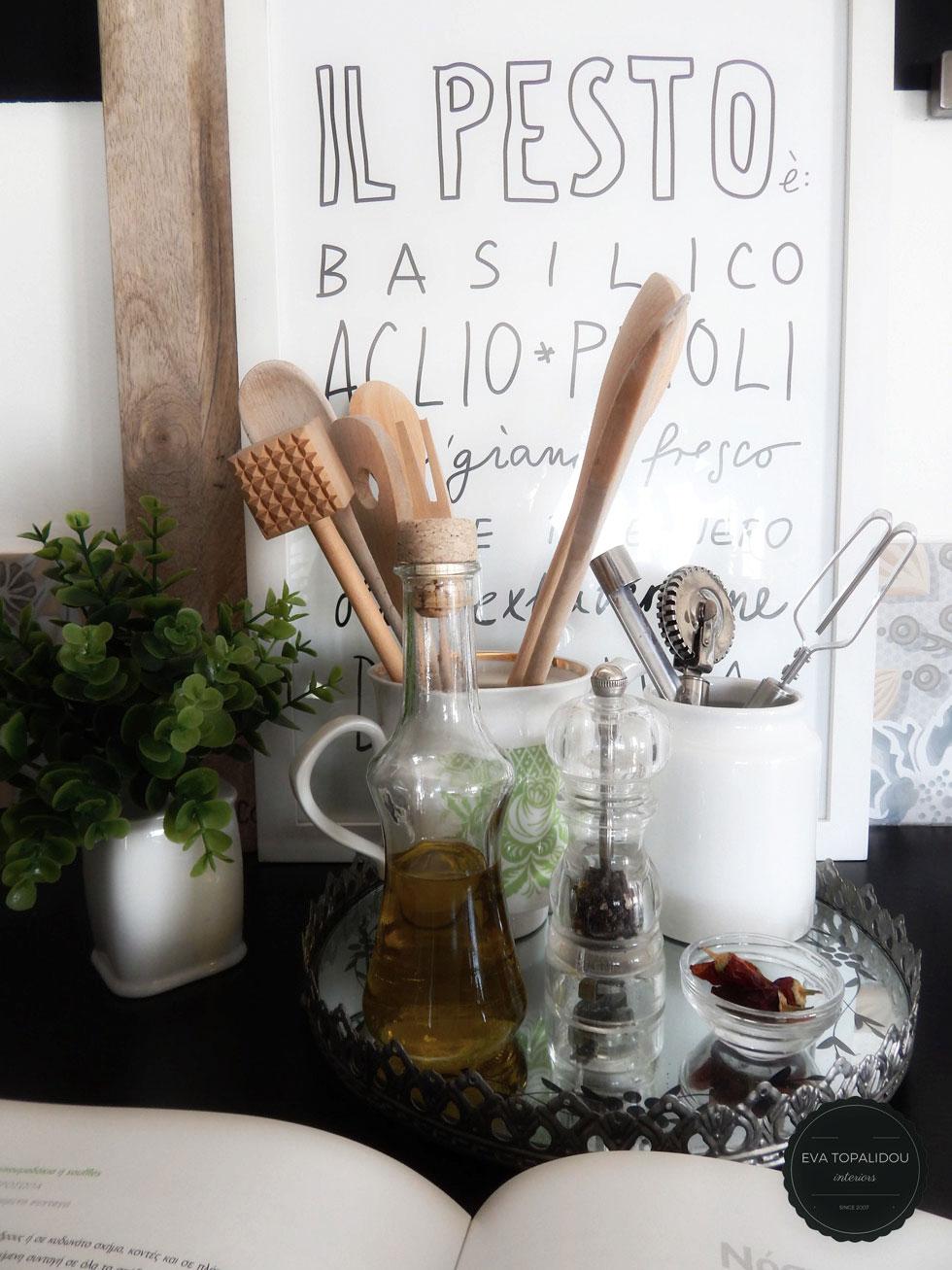 Οργάνωσε την κουζίνα σου με εύκολο τρόπο. Βάλε σε δίσκους ότι χρειάζεσαι για να μαγειρέψεις και ο πάγκος σου θα είναι πιο όμορφος.
