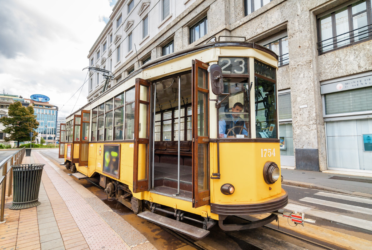 Milan tram - Travel with Rdeco