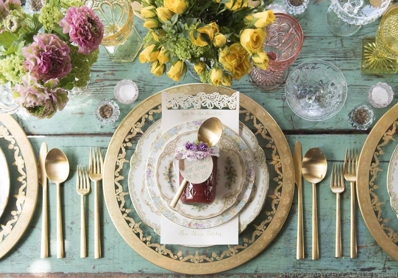 9efd7b7690b4 Διακόσμηση τραπεζιού για γάμο με πιάτα και ποτήρια έργα τέχνης